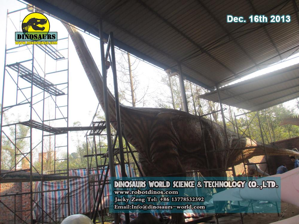 Huge 15m long Brachiosaurus